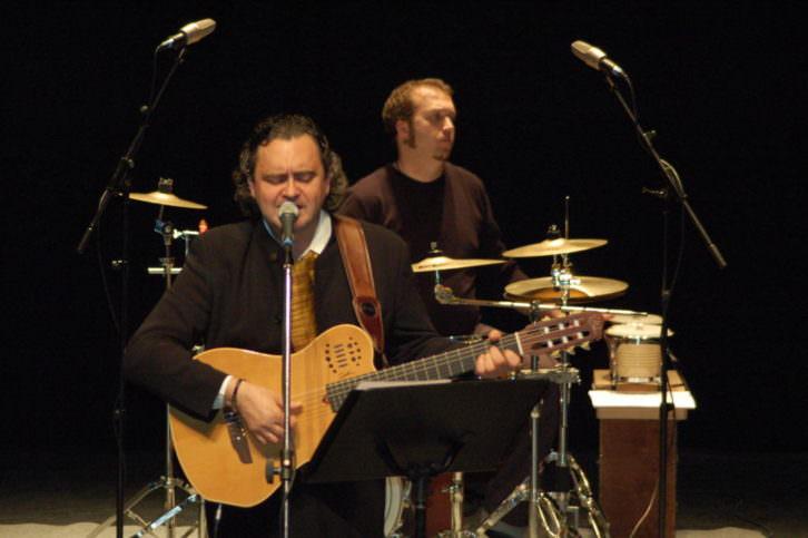 El cantante Paco Damas actúa en el homenaje a Machado en Rocafort.