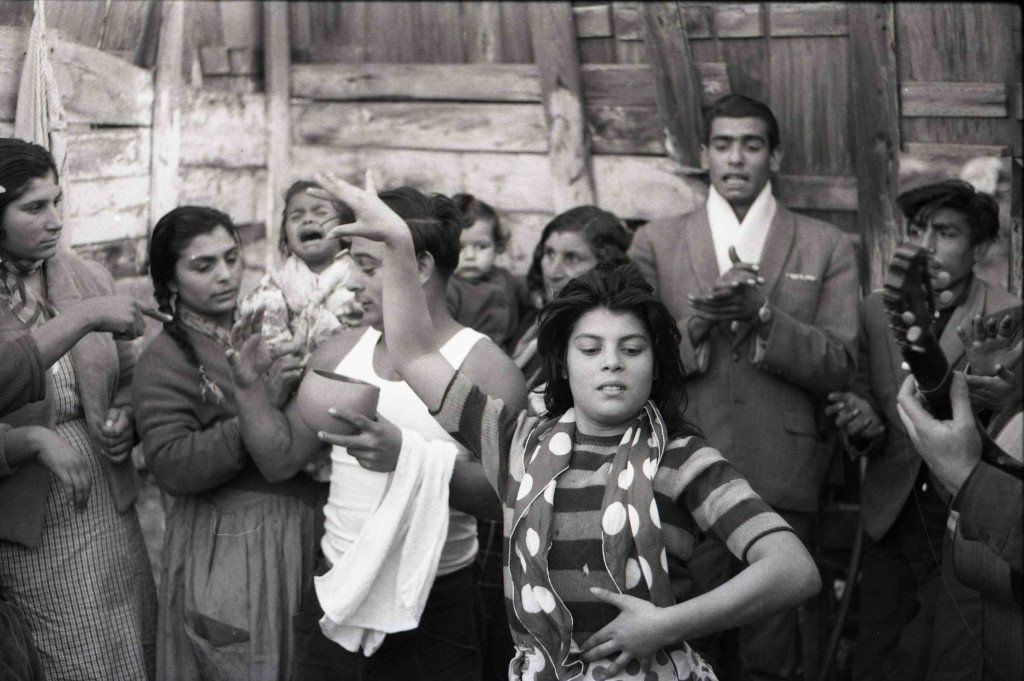 Fotografía de Colita. La singla, 1963. Arxiu Fotogràfic de Barcelona. Imagen cortesía de Acción Cultural Española.