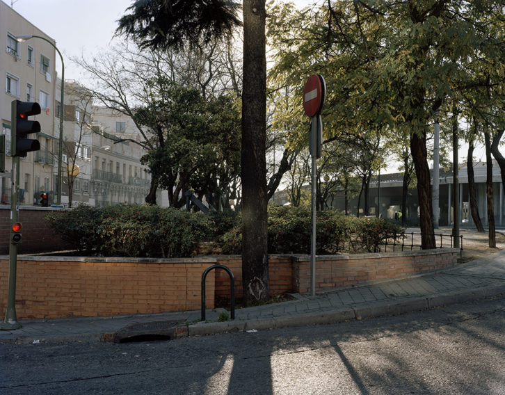 """Eduardo Nave, """"A la hora, en el lugar"""" (serie fotográfica). Imagen cortesía de Espaivisor."""