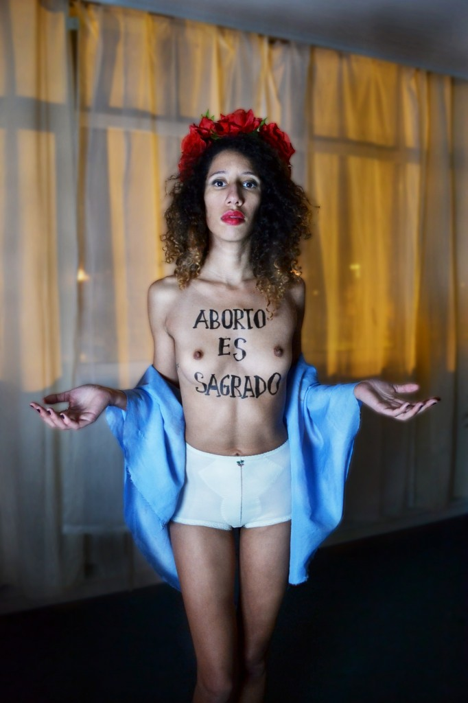 "Elvire Duvelle Charles, ""FEMEN: One year as an international movement"" (2013). Imagen cortesía de la galería."
