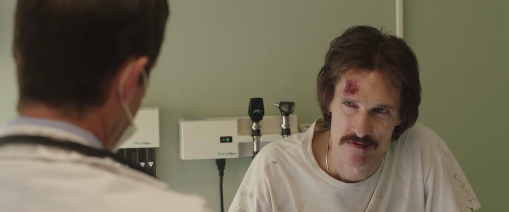 Ron (Matthew McConaughey) recibiendo las malas noticias sobre su salud.