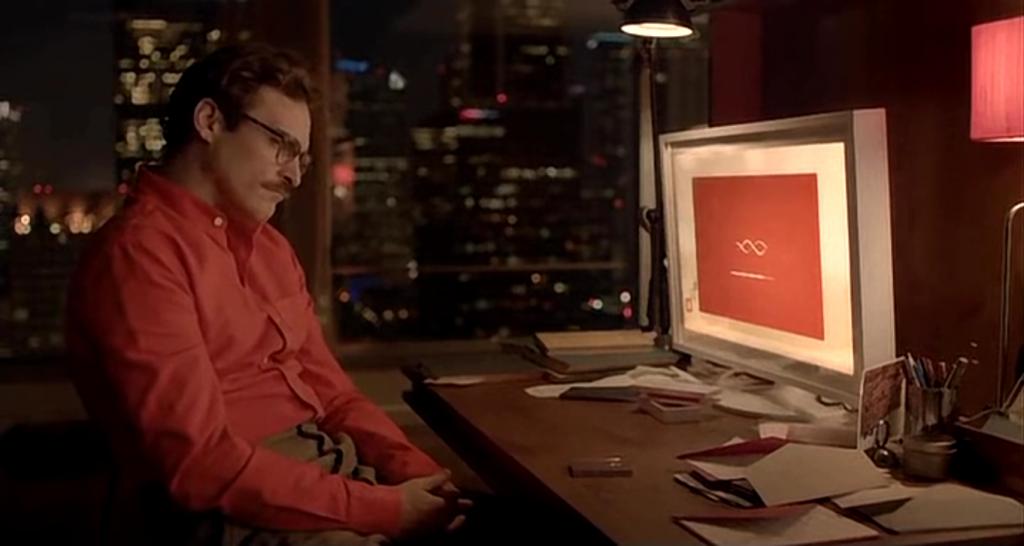 Joaquin Phoenix interpretando a un abatido Theodore Twombly en Her, probable película trending topic para hipsters.