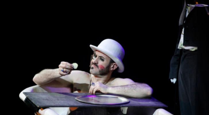 Un momento del espectáculo The Hole. Imagen obtenida de la web The Hole Show. Teatro Olympia de Valencia