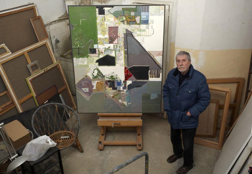Fotografía de Juan Mieg en su estudio. Imagen cortesía de Artium.