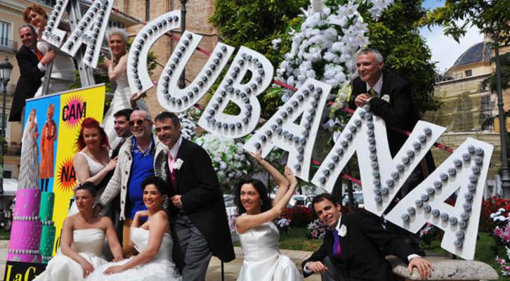 Integrantes de La Cubana posando en la plaza de la Reina de Valencia. Imagen cortesía de La Cubana.