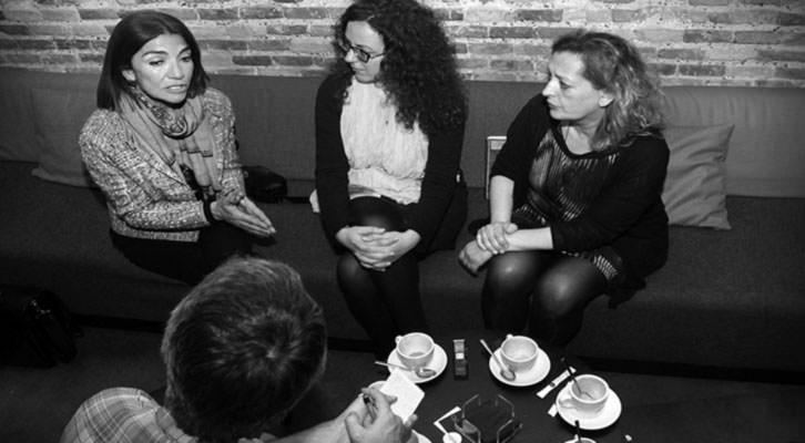 Teresa Legarre, Irene Ballester y Lucía Peiró, en un momento de la entrevista. Foto: Consuelo Chambó.