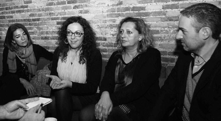 Teresa Legarre, Irene Ballester, Lucía Peiró y José Luis Pérez Pont, en un momento de la entrevista. Foto: Consuelo Chambó.