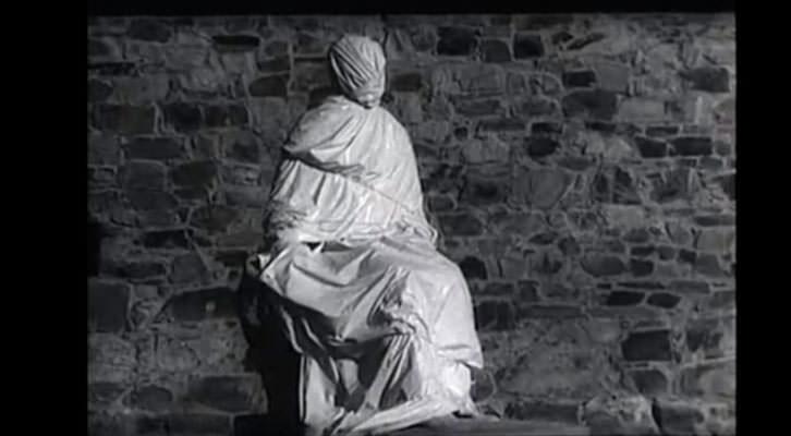 Estatua del padre de los Panero en un fotograma de 'El desencanto', de Jaime Chávarri,
