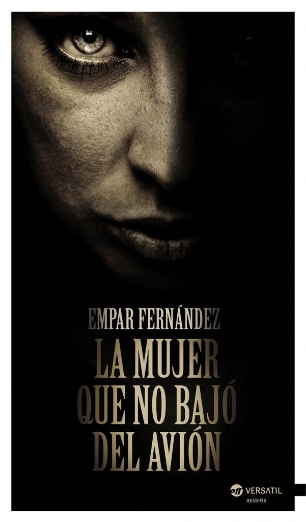 Portada del libro 'La mujer que no bajó del avion', de Empar Fernández.