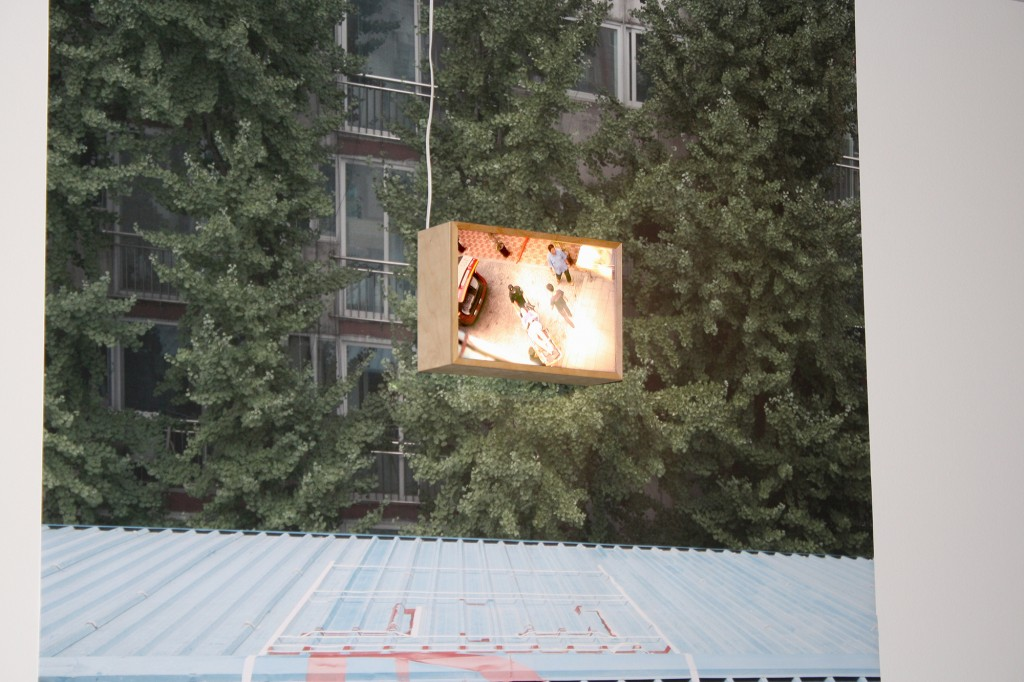 """Anna Moreno, detalle de la pieza """"Don't Get Above Your Business"""" (Póster y caja de luz). Imagen cortesía de la Fundación Chirivella Soriano."""