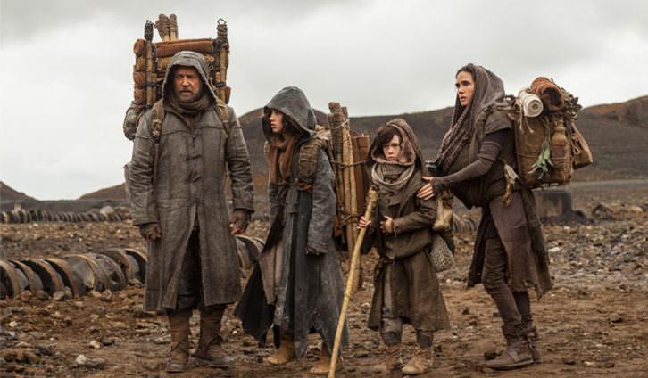 Noé junto a su familia atravesando el yermo.