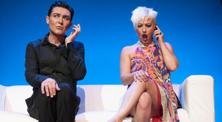 Ángel Garó y Olga Garó en una escena del espectáculo 'En esencia'. Imagen cortesía de Teatre Flumen.