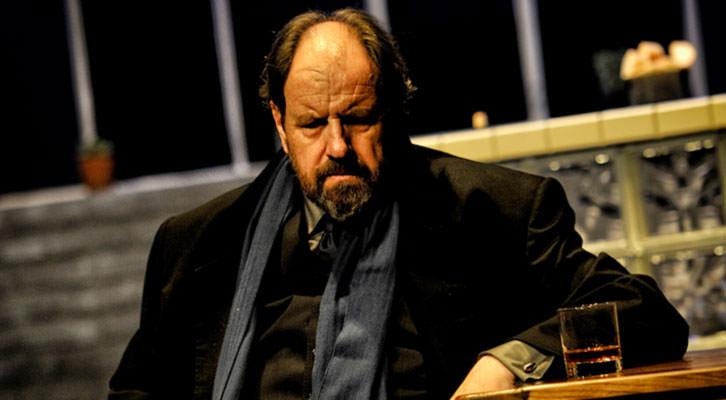 Josep Maria Pou, en un momento de 'A cielo abierto', de David Hare. Imagen cortesía del Teatro Olympia.