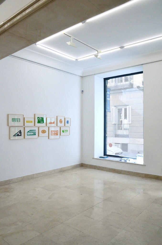 """Fotografía de una salas de la Galería Paula Alonso en las que se recoge la muestra expositiva """"Narrativas Culturales"""". Imagen cortesía de la galería."""