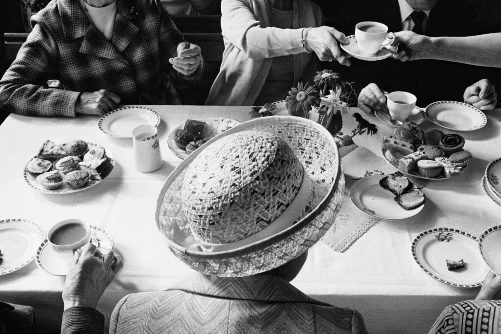 Té del Aniversario, capilla metodista de Boulderclough/. 1975-1980. © Martin Parr / Magnum Photos