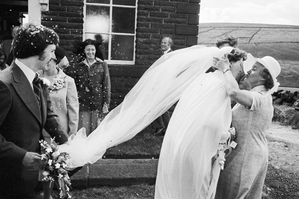 Boda, capilla metodista de Crimsworth Dean. 1975-1980. © Martin Parr / Magnum Photos