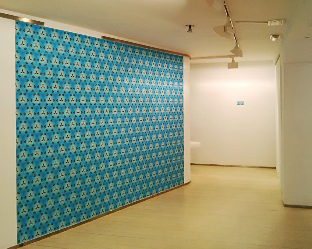 """Fotografía de la instalación en la que vemos la obra de Ignacio Chávarra en """"Proyecciones temporales 01"""". Imagen cortesía de la galería."""