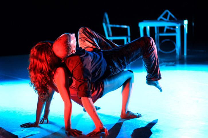 Escena de una obra de la compañía A poc a poc. Imagen cortesía de Carme Teatre.
