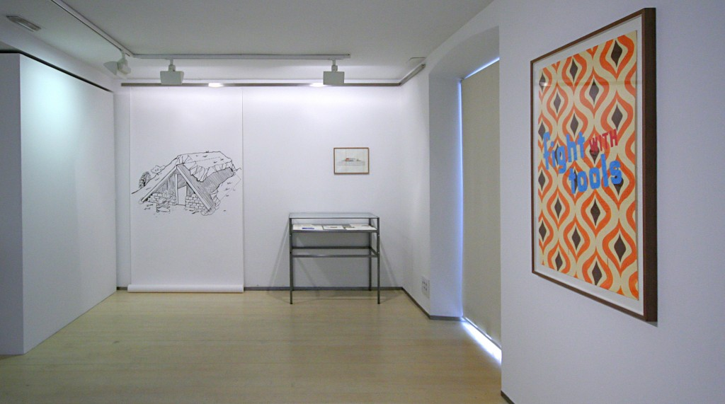 """Ángela Cuadra, """"Outdoor Living"""" (fotografías del montaje de la sala). Imagen cortesía de la Galería Nuble."""
