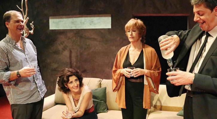 Escena de 'Un déu salvatge'. Imagen cortesía de Teatre Micalet.
