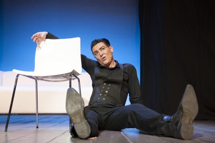 Ángel Garó en una escena de su espectáculo 'En esencia'. Imagen cortesía de Teatre Flumen.