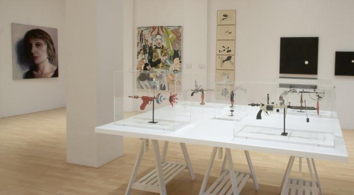 """Fotografía de la muestra expositiva """"Yo, etcétera"""" en la Galería Carolina Rojo. Imagen cortesía de la Galería."""