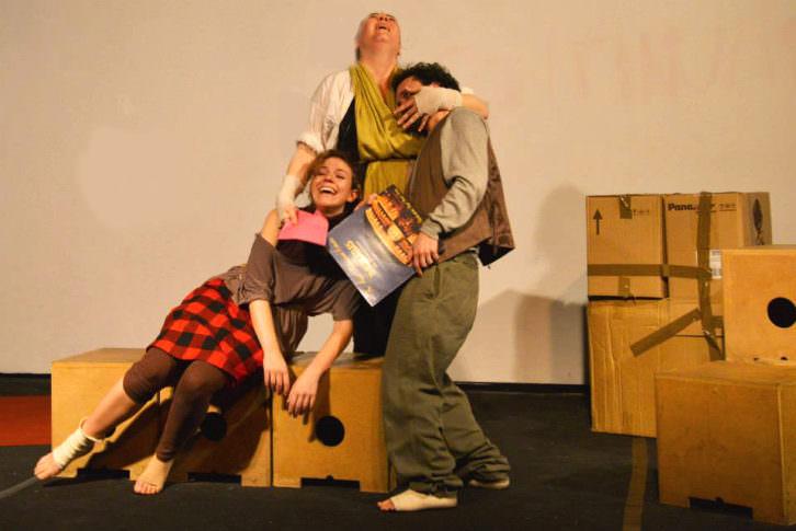 Escena de 'Madre', de la compañía Savoir Faire. Imagen cortesía de Teatro Círculo.