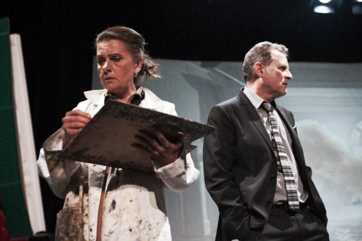 Victoria Salvador y Rafael Calatayud en 'Una hora y media de retraso'. Imagen cortesía de Teatre Talia.
