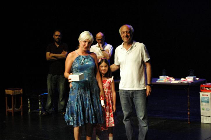 Los ganadores del Premio del Público al Mejor Espectáculo Infantil por 'Leonardo y el enigma de las matemáticas' de Dinamo Producció. Imagen cortesía de Sala Russafa