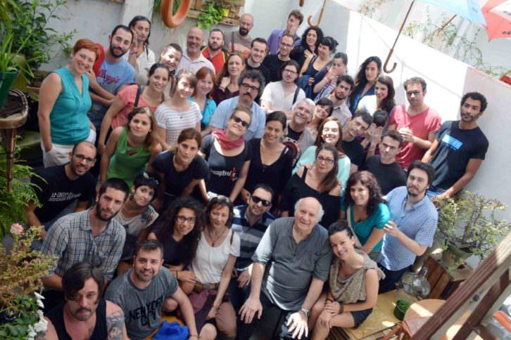 El equipo de Russafa Escénica, más o menos al completo. Fotografía: José Luis Abad.