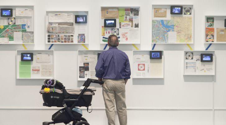 Vista de sala con obras de  Art al Quadrat en Ver visiones. Foto: Nacho López. Imagen cortesía de las artistas y Coll Blanc Espai d'Art.