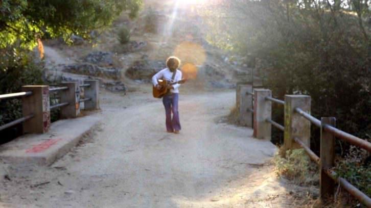 Fotograma de 'Buhardilla & Blues', de Fede Celada. Imagen cortesía de Cinema Jove.