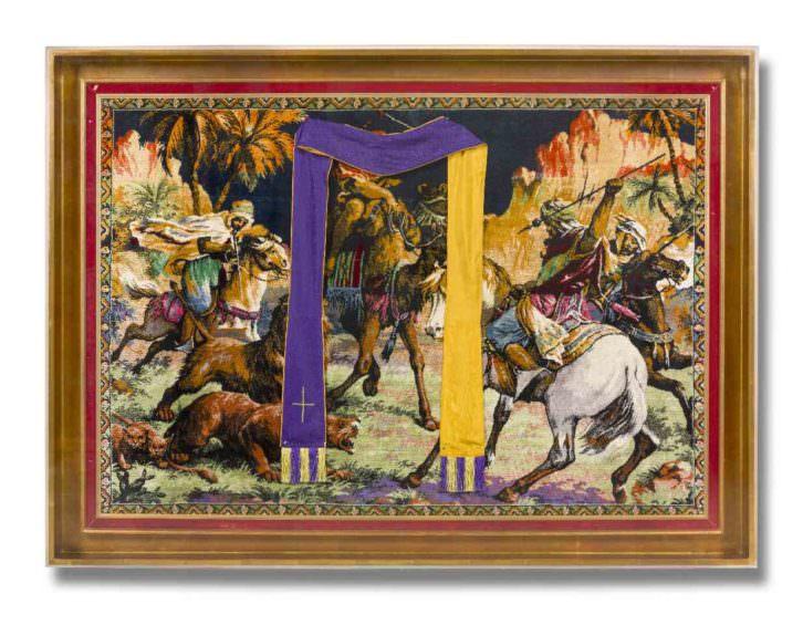 Carmen Calvo. De pies breves, respirando corto..., 2008. Técnica mixta, collage, tapiz. 142 x 193 x 12 cm. Imagen cortesía de la artista y Galería Benlliure.