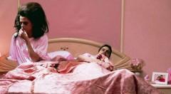 Fotograma de 'La hora del baño', de Eduardo Casanova. Imagen cortesía de Cinema Jove.