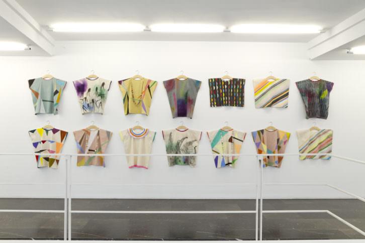Obra de Delphine Courtillot en la exposición 'Aterlier familial'. Imagen cortesía de Luis Adelantado.