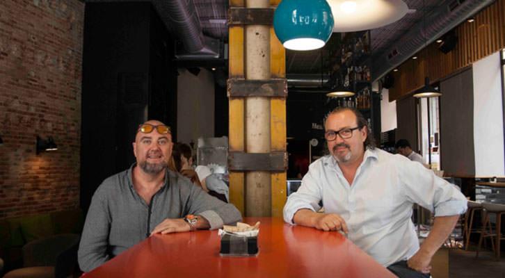 Alberto Adsuara (izquierda) y Carlos Romero, director de producción y coordinador, respectivamente, de Visual Talent, en los Desayunos Makma de Lotelito. Fotografía: Gala Font de Mora.