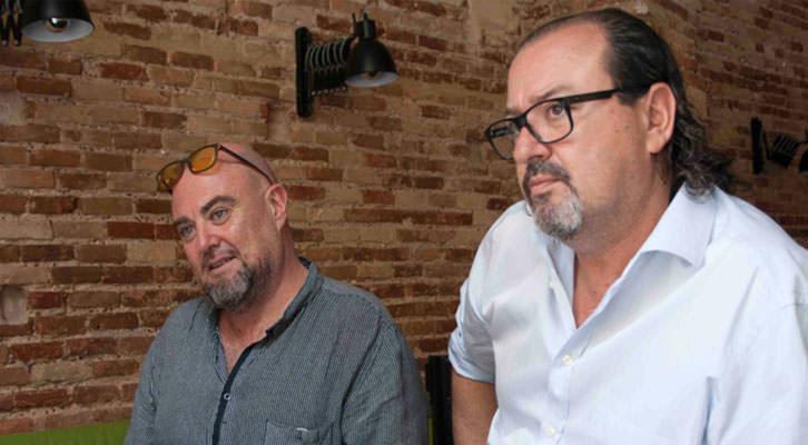 Alberto Adsuara (izda) y Carlos Romero, en un momento de los Desayunos Makma en Lotelito. Fotografía: Gala Font de Mora.