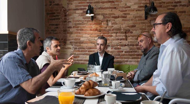 De izquierda a derecha, Salva Torres, Vicente Chambó, José Luis Pérez Pont, Alberto Adsuara y Carlos Romero, durante los Desayunos Makma en Lotelito. Fotografía: Gala Font de Mora.