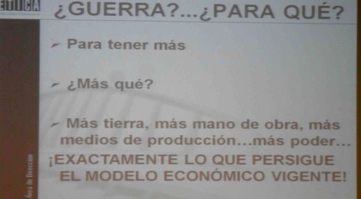 Uno de los cuadros expositivos utilizado por Paco Álvarez en su conferencia '¿Economía de guerra o guerra de las economías?'. Institut Français de Valencia.