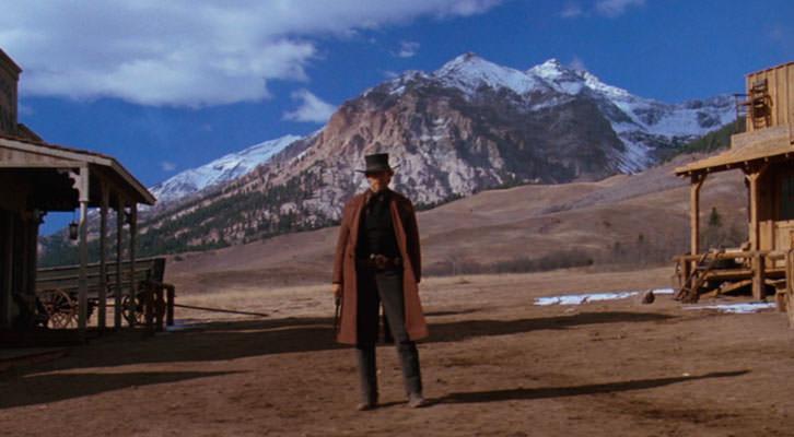 El jinete pálido, de Clint Eastwood, como plagio de 'Raíces profundas', señalado por Carlos Pumares en la mesa redonda sobre la crítica cinematográfica celebrada en Cinema Jove.