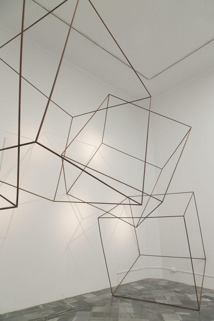 Lukas Ulmi. Desafiando el espacio, 2014. Hierro. 850 x 600 x 350 cm. Foto: Nacho. Imagen cortesía del artista y Set Espai d'Art.