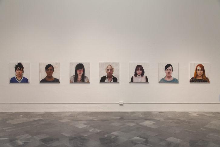 Vista de sala con la obra de Enrique Zabala en Ver visiones. Foto: Nacho López. Imagen cotesía del artista y Galería Rosa Santos.