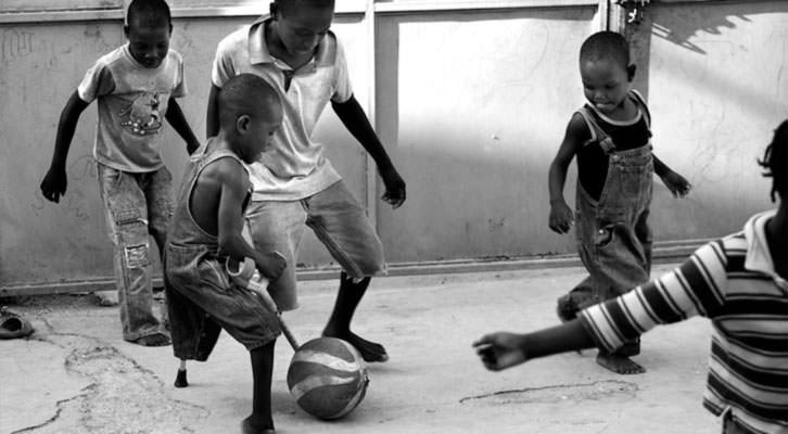 Orfanato en Cité Soleil, Haití. Fotografía de Lorena Arroyo y Miguel Márquez en el libro 'Missions and World Civilizations'.