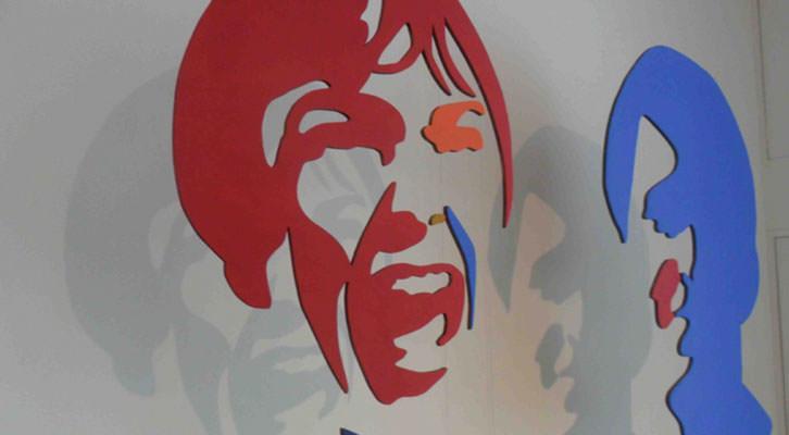 Janet Leigh y Anthony Perkins en la obra de Luis Rivera para la exposición 'Hitchcock's shadows' en la galería Alba Cabrera.