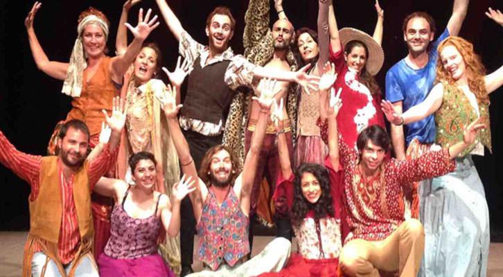 Escena 'Romeo y Julieta'. Imagen cortesía de Sala Russafa.