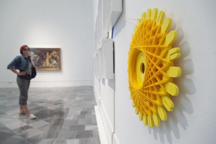 Vista de sala con obras de Carmen Calvo y Art al Quadrat en Ver visiones. Foto: Nacho López. Imagen cortesía de las artistas, Galería Benlliure y Coll Blanc Espai d'Art.