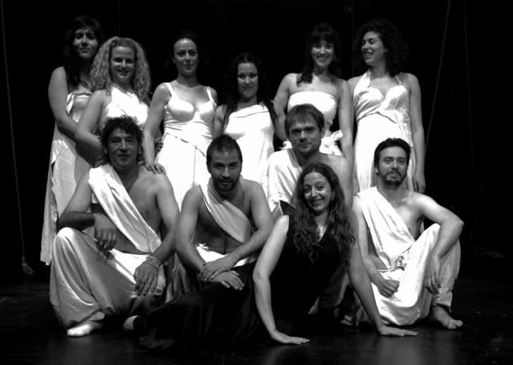 Integrantes de la compañía que representa 'Otelo'. Imagen cortesía de Sala Russafa.