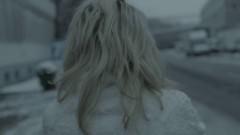 Lolita Chammah, de espaldas, en un fotograma de 'Cherry Pie', de Lorenz Merz, Premio Luna de Valencia de Cinema Jove.