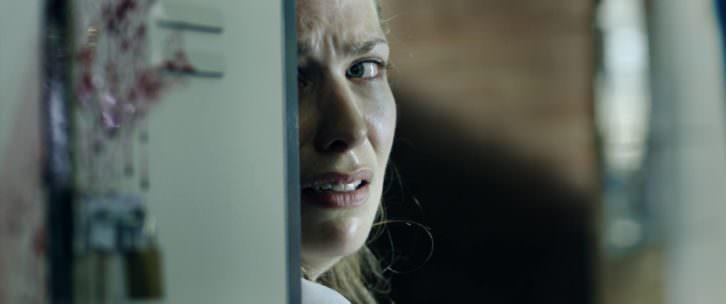 Helen Kennedy, asustada, en una secuencia del cortometraje 'Safari', de Gerardo Herrero, en la inauguración de Cinema Jove.