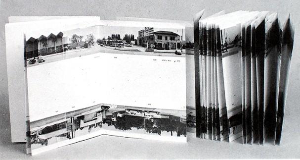 """""""Twenty six gasoline stations"""", Edward Ruscha. Imagen cortesía de José Emilio Antón"""
